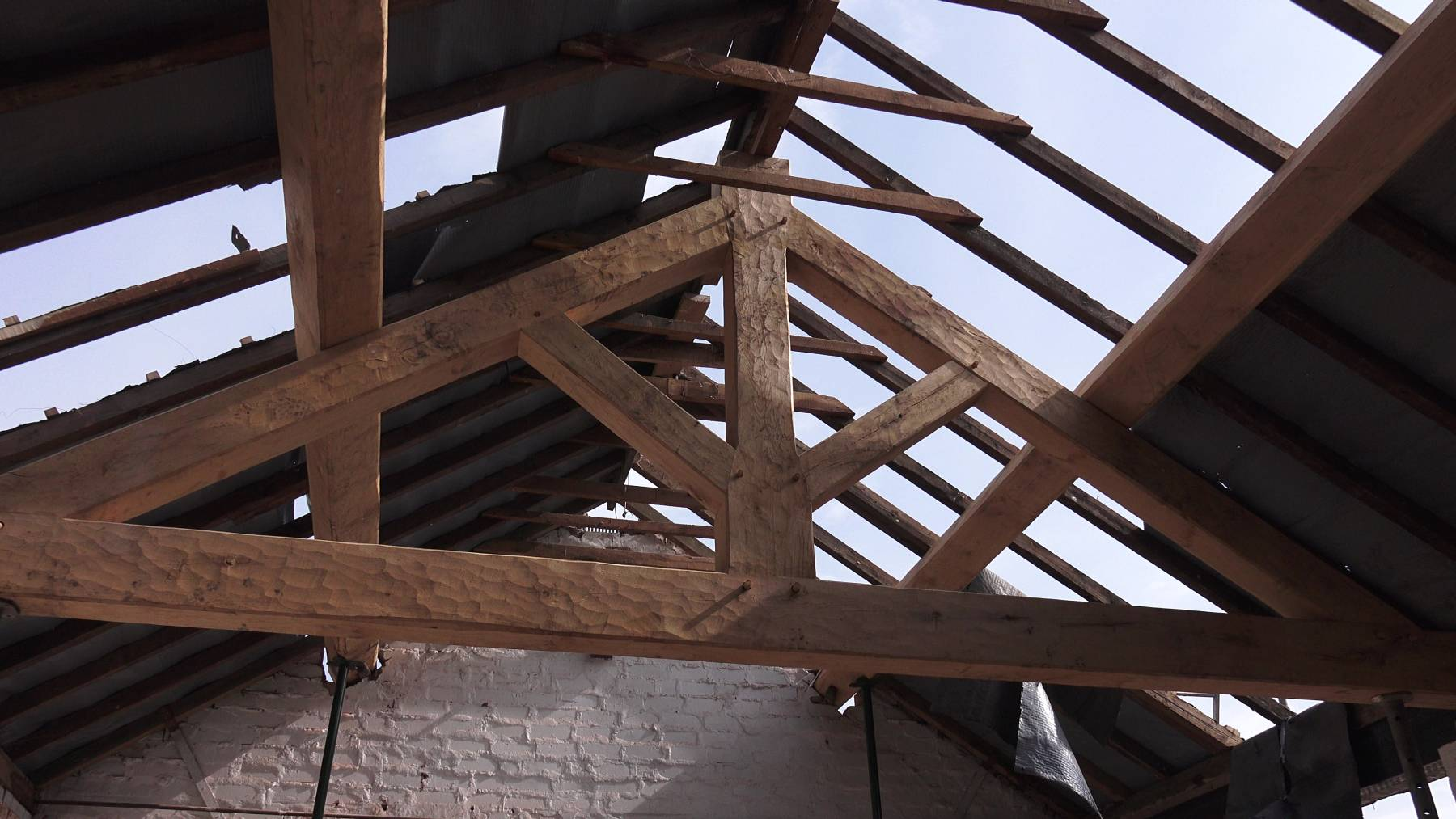 Oak King Post Trusses Hand Crafted Oak Roof Traditional