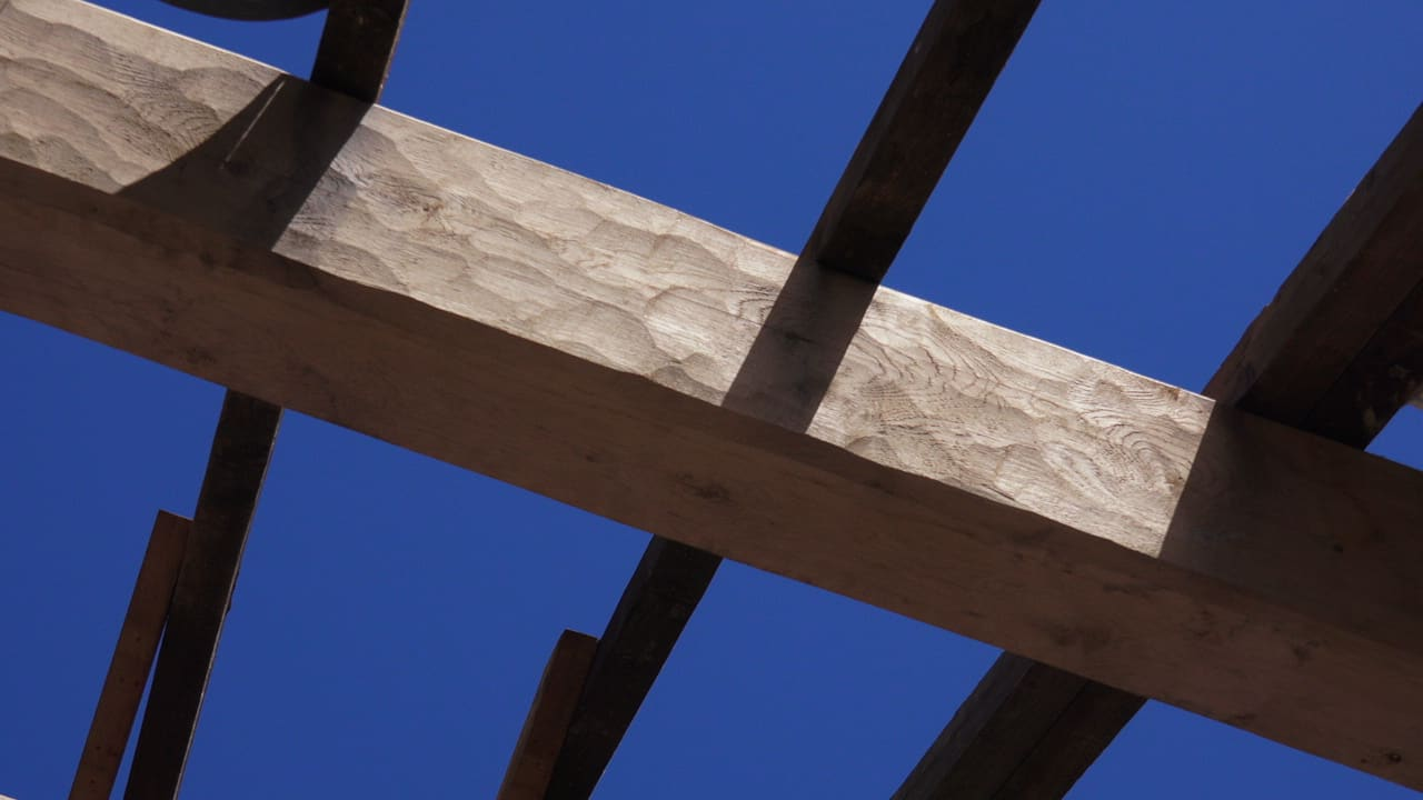 Hand-cut and Band-sawn green oak beam compared